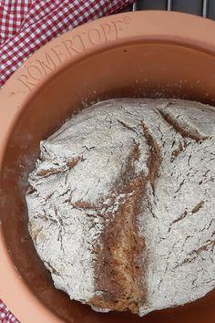 Brot im Römertopf zubereiten Hummus, Ethnic Recipes, Food, Whole Wheat Flour, Malt Beer, Easy Meals, Essen, Meals, Yemek