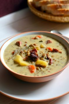 Pikáns lencseleves OK! My Recipes, Soup Recipes, Spicy Lentil Soup, Hungarian Recipes, Hungarian Food, Eat Pray Love, Just Eat It, Goulash, Lentils