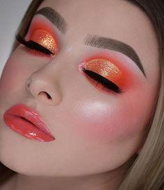 Popular Eye Christmas Makeup Ideas To Makes You Look Stunning Makeup Trends, Makeup Inspo, Makeup Inspiration, Makeup Tips, Beauty Makeup, Makeup Ideas, Glam Makeup, Makeup Tutorials, Bee Makeup