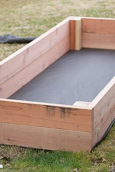 Erstellen Sie selbst ein Gemüsegarten-Quadrat: 11 Modelle zum Kopieren Créer un potager en carré soi-même : 11 modèles à recopier - Plants Veg Garden, Garden Boxes, Vegetable Gardening, Garden Box Plans, Vegetable Ideas, Diy Garden Box, Vegetable Planter Boxes, Raised Planter Boxes, Planter Beds