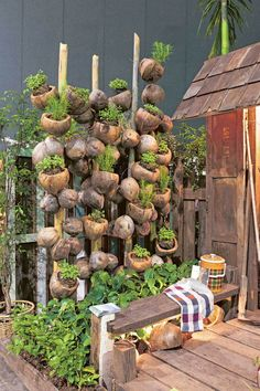 ♥ 70 Affordable Backyard Vegetable Garden Design Ideas – Famous Last Words Backyard Plants, Backyard Vegetable Gardens, Vegetable Garden Design, Garden Landscaping, Balcony Garden, Garden Pots, Garden Club, Aquaponique Diy, Easy Diy