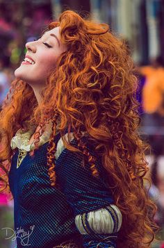 I met Merida last Halloween, I barely managed to keep it together she was so cool! Rapunzel Cosplay, Disney Cosplay, Disney Costumes, Merida Brave Costume, Disney Face Characters, Disney Movies, Merida Disney, Walt Disney, Disney Land