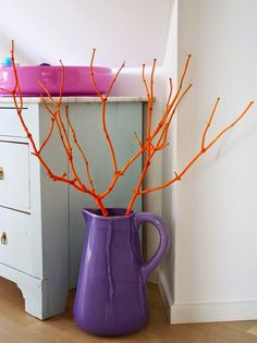Spray paint DIY - Branch spray painted in neon orange. Molotow Spray paint For basement bathroom. Spray Paint Projects, Diy Spray Paint, Spray Painting, Diy Projects, Create A Budget, Diy On A Budget, Rama Seca, Painted Branches, Decoration Ikea