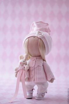Купить или заказать Куколка Лёля в интернет-магазине на Ярмарке Мастеров. Малышка Леля-маленький нежный ребенок,ростиком всего 24см..очень любит ласку и заботу,а еще игрушки..вот и сейчас она со своим любимым зайкой..