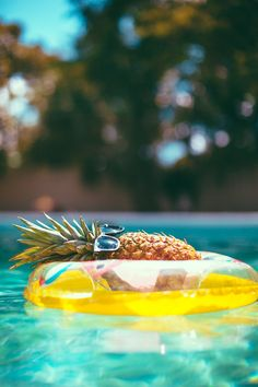 This Extremely Chill Pineapple Is Living Your Best Life