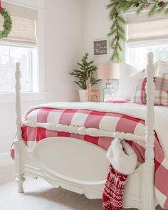 Candy Cane Christmas, Cottage Christmas, Cozy Christmas, Christmas Lights, Christmas Ideas, Country Christmas, Christmas Kitchen, Scandinavian Christmas, Christmas 2019