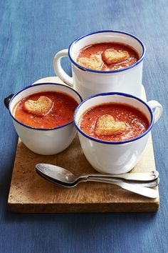 Stay in this Valentine's Day and spoil your sweetheart with an easy romantic dinner you'll both love. These 45 best Valentine's Day dinner ideas are sure to make your date swoon this year. Valentines Day Dinner, Valentines Food, Valentine Party, Valentine Cookies, Easy Romantic Dinner, Romantic Dinner Recipes, Romantic Dinners, Soup Recipes, Cooking Recipes