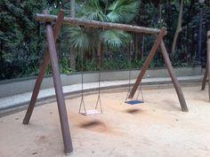 Brinquedo de madeira. Parque Trianon, São Paulo, SP.