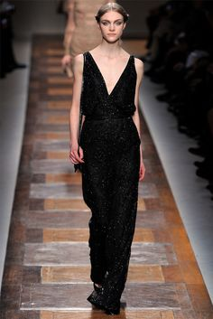 Take a look to Valentino Collections Fall Winter 2012-13collection: the fashion accessories and outfits seen on Parigi runaways.