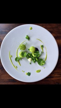 green harmony - plated Modernist Cuisine, Best Chef, Food Decoration, Plated Desserts, Food Styling, Chefs, Food Inspiration, Modern Food, Michelin Star Food