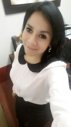 Blusa palo rosa LUAO y falda negra ETC WOMAN.
