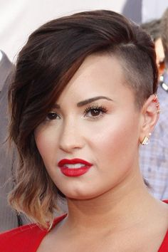 Demi Lovato - New Sites Half Shaved Head, Shaved Sides, Shaved Hair, Side Hairstyles, Undercut Hairstyles, Trendy Hairstyles, Short Undercut, Hairdos, Bob Hairstyle
