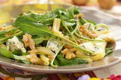 Ensalada de pasta, nueces, rúcula y queso azul 400 g de pasta seca Caserecce  1/2 taza de nueces  3 cdas. de vinagre de manzana  3 cdas. de aceite de oliva  180 g de rúcula baby  3 cdas. ...
