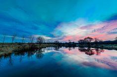 """Blue Hour at the Millpond par Randy Scherkenbach, prise le 20 Avril 2014 à Wales, Wisconsin. 20x13,3""""   NIKON D7100 Tamron 10-24mm 10mm/ƒ/7.1/4s/ISO 100"""