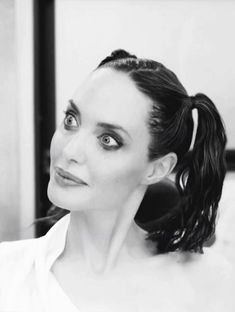 - Angelina Jolie — 💥 😈 How Angelina Jolie transform into Maleficent. Angelina Jolie Maleficent, Angelina Joile, Angelina Jolie Pictures, Maleficent 2, Hollywood Actresses, Actors & Actresses, Photo Editing Vsco, Michelle Pfeiffer, Diane Lane