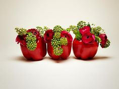 Vegetables Unusual and funny combinations, ideal for gift giving . Fruit Centerpieces, Fruit Decorations, Edible Arrangements, Decoration Table, Table Flowers, Red Flowers, Minimalist Centerpiece, Ribbon In The Sky, Vegetable Bouquet