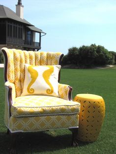 Love this chair! Thinking the master colors should be yellow, white, gray and dark gray...