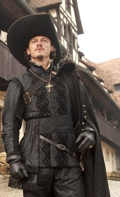 Luke Evans as Aramis in The Three Musketeers, costumes designed by Pierre Yves Gayraud Renaissance Costume, Renaissance Men, Renaissance Clothing, Luke Evans, Mode Pirate, Movies Costumes, Conquest Of Mythodea, Milady De Winter, Musketeer Costume