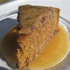 Gâteau aux dattes, sauce caramel
