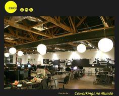 Gangplank – Arizona (EUA) O modelo do Gangplank é baseado em colaboração mútua. O coworker não paga nada para usar o espaço, mas em contrapartida colabora para mantê-lo. Seja participando de projetos públicos, no caso de coworkers eventuais, ou qualquer tipo de colaboração se o coworker for fixo. Por exemplo, varrer as salas após eventos, limpar as mesas, cuidar da manutenção da rede sem fio, escrever posts no blog do espaço, e por aí vai. Mais colaborativo, impossível, não?!