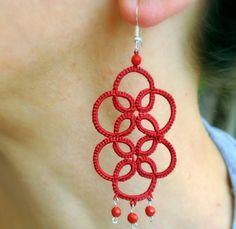 Orecchini pizzo chiacchierino rosso Orecchini di Ilfilochiaro Tatting Earrings, Tatting Jewelry, Lace Jewelry, Tatting Lace, Crochet Earrings, Needle Tatting Patterns, Tatting Tutorial, Red Lace, Chandelier Earrings
