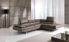 FLEX... Moderno ed elegante dalla modulistica completa e flessibile, adattabile ai gusti e alle tendenze odierne. La pelle tinta marrone, è di tuo gradimento?