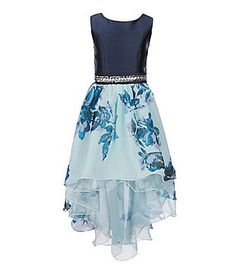 Look for the excellent class dance outfit in a large variety of elegant time attire, astonishing tinsel, little dark colored long dresses. Grade 8 Grad Dresses, Grad Dresses Short, Girls Formal Dresses, Cute Prom Dresses, Pretty Dresses, Beautiful Dresses, Middle School Dance Dresses, Long Dresses, Stylish Dresses