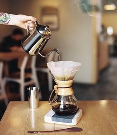 Clean Chemex 6 Cup Coffee on the Acaia Pearl Scales time & weigh! Shop Chemex @alternativebrewing Link in Bio  1-4 Day Shipping | by @pitchii_coffee