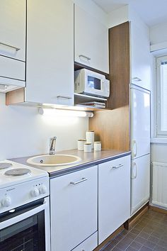 Kaupunkikoti Koto in Mikkeli / small kitchen. You can rent the flat! Beautiful Homes, Kitchen Cabinets, Flat, Canning, Home Decor, House Of Beauty, Bass, Decoration Home, Room Decor
