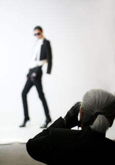 Genius at work. (Karl Lagerfeld shooting the Fall/Winter12/13  collection.)