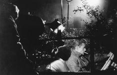 Antes de su silencio James Dean nos regaló magníficos retratos de adolescentes torturados en su paso a la edad adulta. De entre ellos la interpretación en Rebelde sin causa (1955) sigue siendo impactante y conmovedora.
