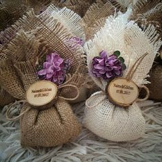 Wedding Gifts For Guests, Rustic Wedding Favors, Wedding Cards, Wedding Decorations, Burlap Crafts, Diy And Crafts, Paper Crafts, Creative Crafts, Wedding Cake Boxes