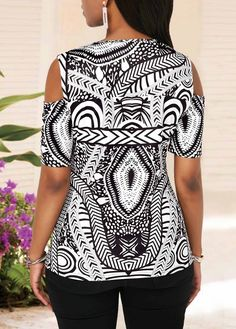 Cold Shoulder Half Sleeve V Neck Printed Blouse Chic Outfits, Fashion Outfits, Womens Fashion, Trendy Tops For Women, Designer Blouse Patterns, Blouse Models, Latest African Fashion Dresses, Dressy Dresses, African Attire