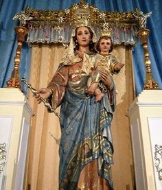 IMAGENES DE MARIA AUXILIADORA AUSILIATRICE AUXILIATRICE HELP OF CHRISTIANS Madonna And Child, Blessed Mother, Mother Mary, Mothers Love, Virgin Mary, Sari, Children, Fashion, Saints