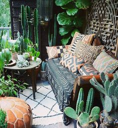 Inspiring Boho Chic Outdoor Spaces Perfect patio for lazy summer nights. patio for lazy summer nights. Apartment Balcony Decorating, Apartment Balconies, Cozy Apartment, Apartment Plants, Outdoor Spaces, Outdoor Living, Outdoor Sofa, Outdoor Rugs, Bohemian Patio