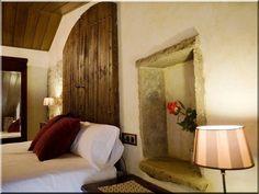 Mediterrán lakások - Antik bútor, egyedi natúr fa és loft designbútor, kerti fa termékek, akácfa oszlop, akác rönk, deszka, palló