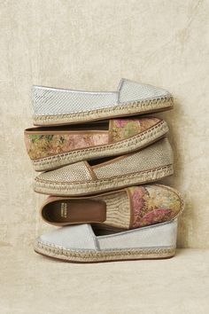 Step into a textured pair for comfort that stays true to. Cute Shoes, Me Too Shoes, Shoe Boots, Shoe Bag, Women's Shoes, Mocassins, Lab, Swagg, What To Wear