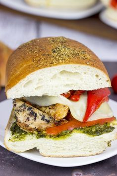 Need an easy lunch that's low in sugar? Try this simple Grilled Chicken Pesto Sandwich from @foodfanatical