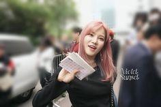 "2 Beğenme, 1 Yorum - Instagram'da 서유나 ♡ 서유리 ♡ (@ssyuna_yuri): ""170512 || 뮤직뱅크 프리뷰"""
