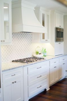 Kitchen Area Countertop Styles And Trends Kitchensink Vent Hood Backsplash White Cabinets