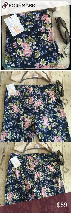 🆕 LulaRoe NAVY BLUE FLORAL TC Leggings 💗 🆕 LulaRoe NAVY BLUE FLORAL TC Leggings 💗 Navy blue background with pink, periwinkle, Cream, light blue, & chartreuse flowers scattered all over these leggings! So GORGEOUS & CHIC ! Made in Vietnam. *I am not a consultant... I'm just an addict that loves searching for hard to find {next to impossible} patterns! Supply + Demand= Price {$25 is not an acceptable offer} *pieces sold in separate listings! LuLaRoe Pants Leggings
