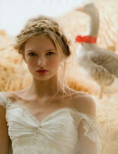 Hair Trend 2013: Braids. Halo style creates a natural and bohemian hair accessory, detail with flowers or small clips.