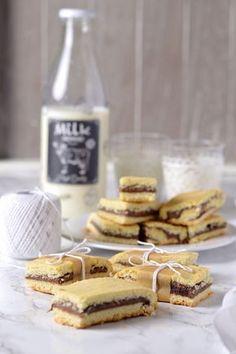 Barrette di frolla morbida alla Nutella Brownie Recipes, Chocolate Recipes, Cookie Recipes, Mini Desserts, No Bake Desserts, Biscuits, Good Morning Breakfast, Shortbread Bars, Biscotti Cookies