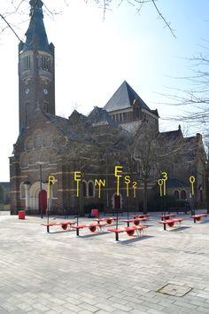 ENORME Studioes una firma española dediseño y arquitectura que tiene por objetivofomentar formas alternativas para examinar las cuestiones urbanas...  http://www.plataformaarquitectura.cl/cl/790701/picniquetopie-plus-jeanne-darc-on-wheels-enorme-studio?utm_medium=email&utm_source=Plataforma+Arquitectura