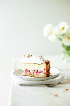 Rhubarb almond cheesecake with meringue