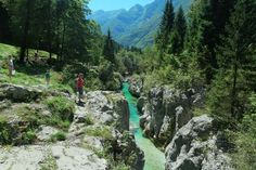 Triglav Nationaal Park is het enige nationaal park in Slovenie. Het is er mede dankzij de Soca rivier zo mooi.... Ontdek in dit blog wat je er kan doen. Cool Places To Visit, Places To Travel, Travel Destinations, Summer Travel, Holiday Travel, Places Worth Visiting, Holiday Places, Beautiful Places In The World, Paragliding