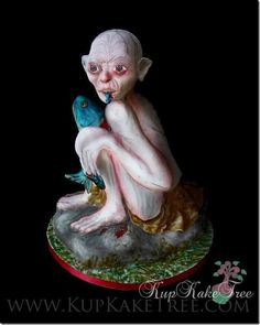 The amazing KupKake Tree made this awesome Gollum Cake. Pretty Cakes, Cute Cakes, Hobbit Cake, Scary Cakes, Ring Cake, Sculpted Cakes, Carnival Birthday Parties, Frozen Cake, Novelty Cakes