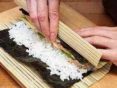 Riz pour sushis 4 tasses de riz - 4 tasses d'eau  Pour le Sushi Su : - 1/2 tasse de vinaigre de riz - 4 cuillerées à soupe de sucre - 1.5 cuillerées à café de sel
