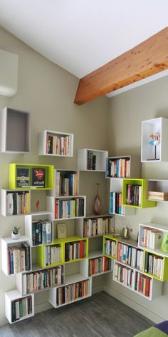 Cubit modular shelving system – for your growing library and music collection – express yourshelf! Modular Bookshelves, Corner Bookshelves, Modular Walls, Modular Shelving, Bookshelf Design, Bookcase, Ikea Eket, Wall Shelving Units, Barndominium Floor Plans