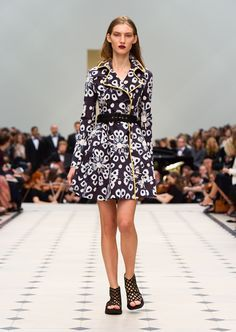 Get inspired and discover Burberry Prorsum trunkshow! Shop the latest Burberry Prorsum collection at Moda Operandi. London Fashion, Runway Fashion, Fashion Show, Fashion Design, Burberry Prorsum, Fashion Days, Fashion Brands, Fashion 2016, Man Fashion